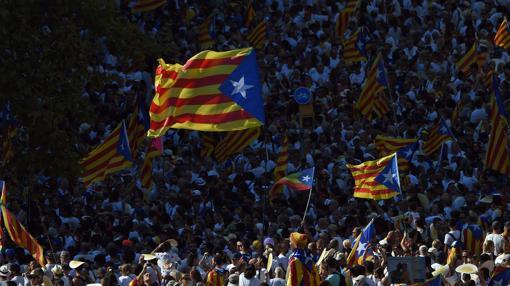 Hemeroteca: Miles de personas piden que sea la última Diada antes de la independencia de Cataluña   Autor del artículo: Finanzas.com