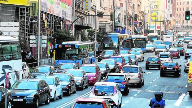 Hemeroteca: Carmena rectifica y restringe al tráfico Alcalá y Gran Vía el domingo 18   Autor del artículo: Finanzas.com