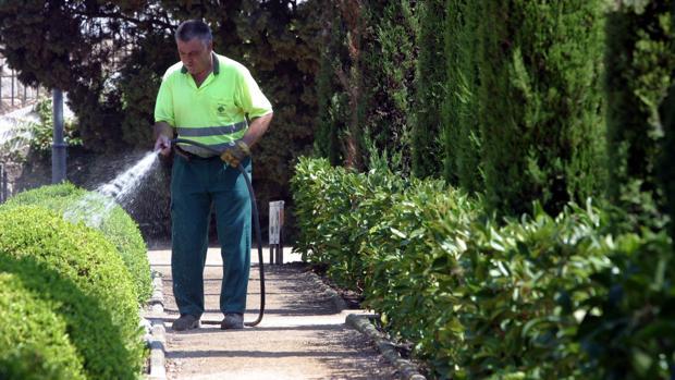 multa por forzar a los jardineros de zaragoza a trabajar