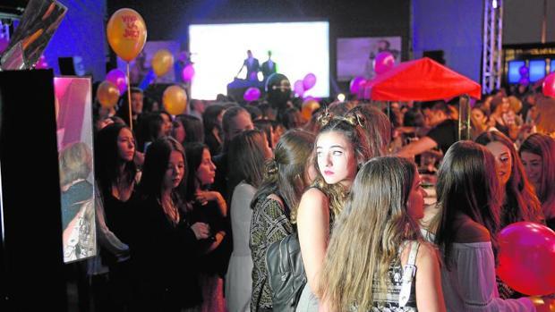 cbb2db3381 Madrid Los jóvenes que ayer se acercaron a celebrar la gran fiesta de la  moda nocturna