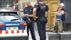 Un «youtuber» causa el pánico en Barcelona al dejar una mochila al grito de «Alá es grande»