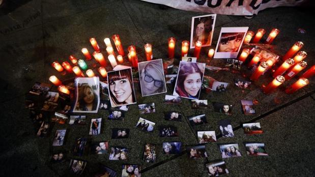Homenaje frente al Ayuntamiento de Madrid en recuerdo de las chicas muertas en Madrid Arena