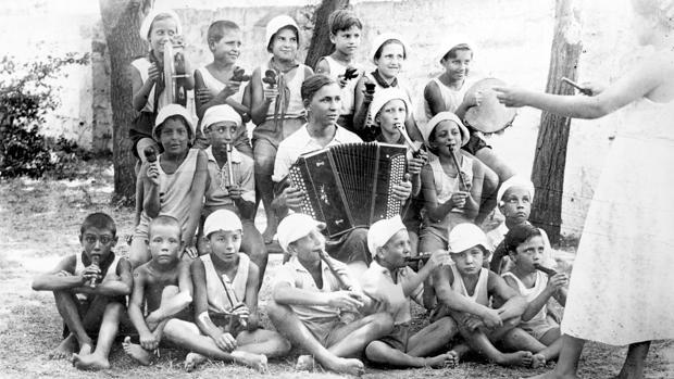 Una de las fotografías que muestra la exposición sobre los niños evacuados a Rusia durante la Guerra Civil