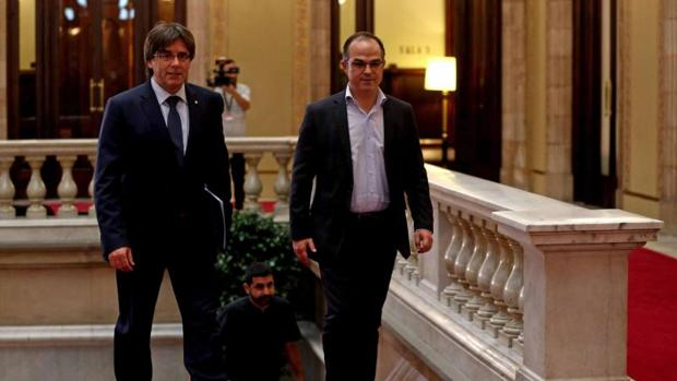 Carles Puigdemont se reunió con los diputados de Junts pel Sí antes de la moción de confianza