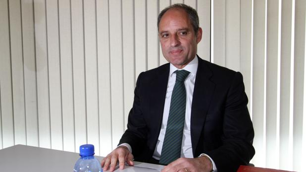 Camps se querellará contra un exdiputado del PSOE que le