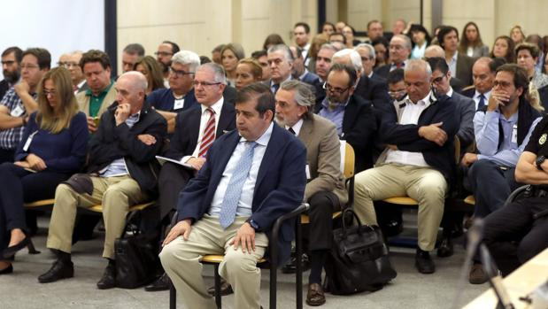 Hemeroteca: Reunión «ilustre» en un polígono   Autor del artículo: Finanzas.com