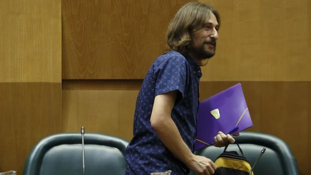 Pablo Híjar, concejal de Vivienda de Zaragoza y activista de Stop Desahucios