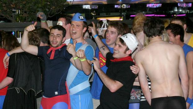 Un grupo de estudiantes en una de las fiestas nocturas del Saloufest