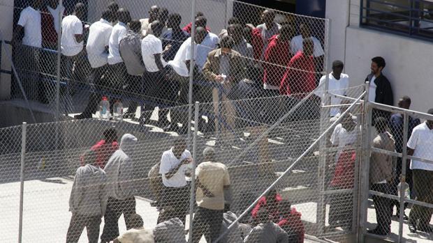 Hemeroteca: Un total de 67 inmigrantes se fugan tras herir en un motín a cinco policías   Autor del artículo: Finanzas.com