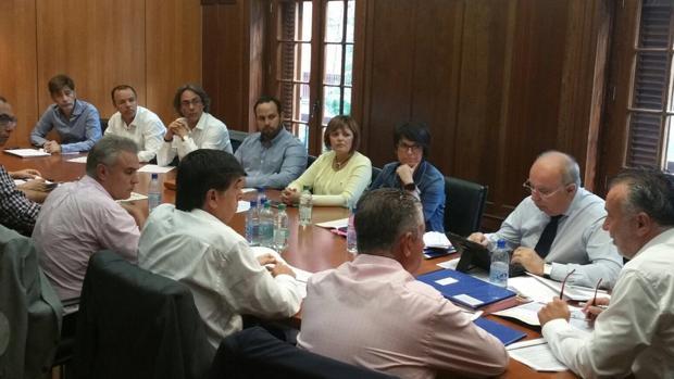 Dirigentes del PSOE canario analizando esta semana en el Cabildo de Gran Canaria asuntos del partido