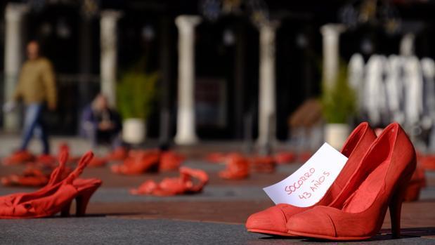 Instalación artística «Zapatos Rojos», con motivo del Día Internacional contra la violencia de género