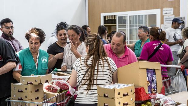 Imagen de archivo de un reparto del Banco de Alimentos de Valencia