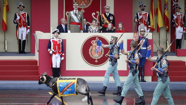 El carnero «Miura» desfila con la Legión - EFE