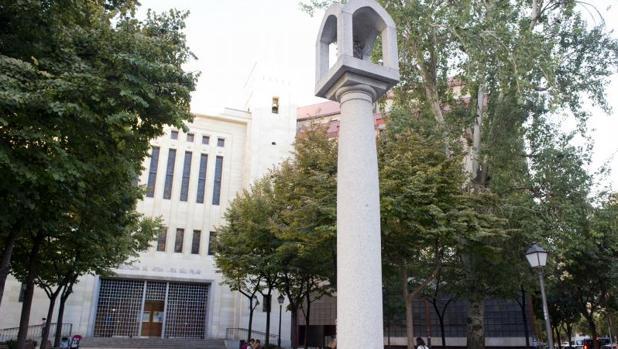 Fachada de Nuestra Señora del Pilar en la calle Juan Bravo