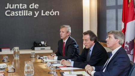 Rueda, De Santiago-Juárez y Garrido, ayer tras reunirse en Valladolid