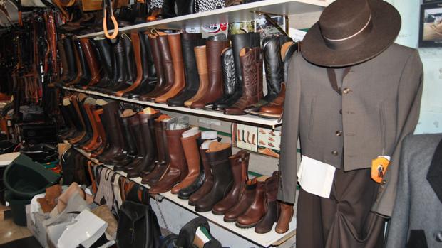 3ba3414ffbe Madrid El Valenciano es una de las tiendas de referencia en la venta de botas  para montar