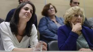 Carmena corrige a su equipo de Gobierno y lamenta «muchísimo» el escrache a Felipe González