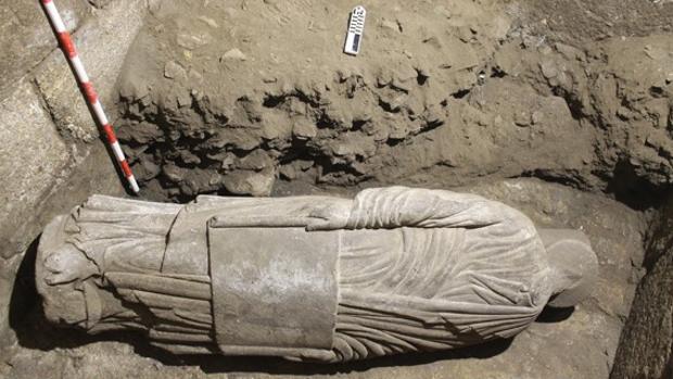 Figura perteneciente a la escuela del Maestro Mateo hallada en la Catedral de Santiago