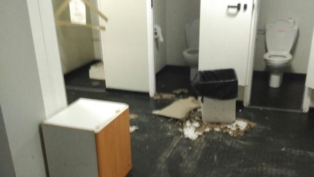 Parte del techo derrumbado en la Unidad Integral de la Policía Municipal de Retiro