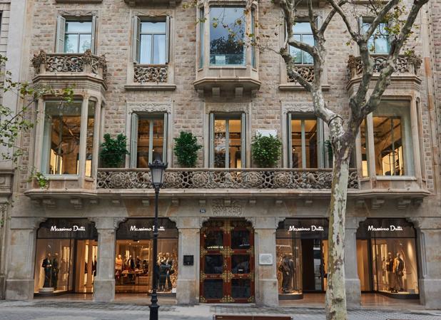 Massimo Dutti abre su tienda más grande de España en el Paseo de Gracia b8b5a8f0a43ff