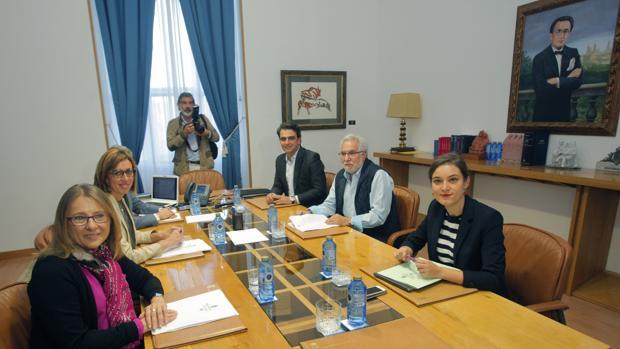 Miguel Santalices presidió la primera reunión ordinaria de la Mesa del Parlamento
