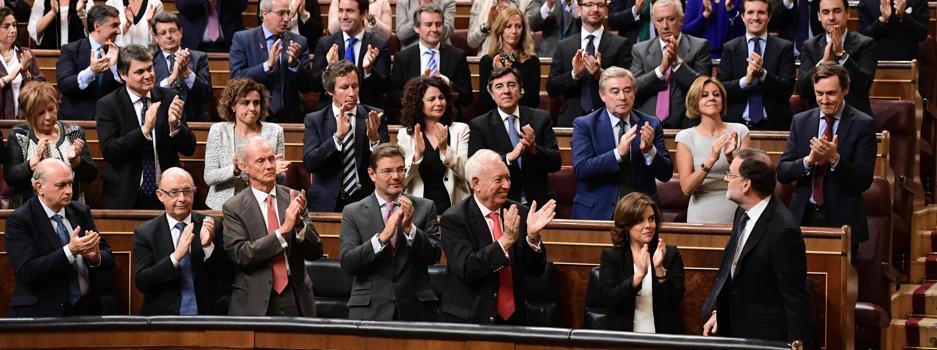 Rajoy, presidente gracias a la abstención de un PSOE roto