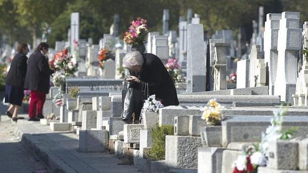 los cementerios de madrid refuerzan su horario por la festividad de