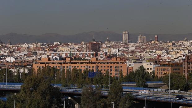 La «boina» de contaminación que corona la capital
