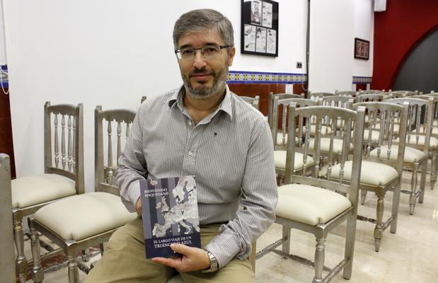 Bienvenido Maquedano, en la presentación de su libro, «El largo viaje de un triángulo azul»