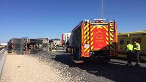 Cortada la A-4 en Valdemoro hacia Madrid tras vuelco de un camión con grava