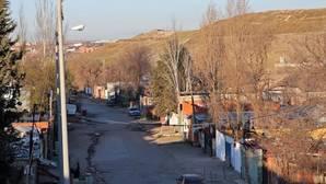 Barricadas en la Cañada Real para evitar el derribo de viviendas ilegales