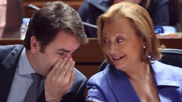 Roberto Bermúdez de Castro, junto a Luisa Fernanda Rudi, en una imagen de archivo
