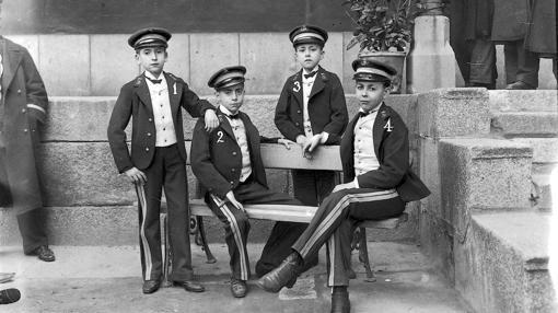 Los niños que cantaron el premio Gordo de 1906