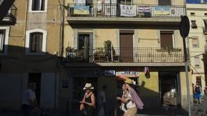 Carteles contra los pisos turísticos en la Barceloneta