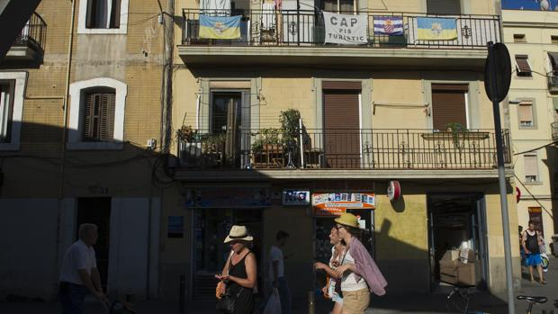 Colau vuelve a sancionar airbnb y homeaway por for Pisos turisticos madrid