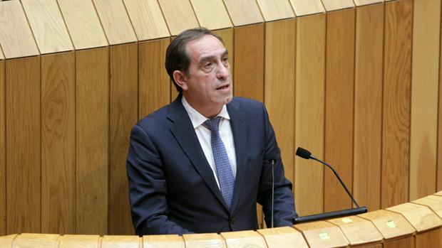 El conselleiro de Facenda, Valeriano Martínez, ayer en su comparecencia en O Hórreo