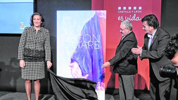 La consejera de Cultura presenta el cartel junto al secretario de Las Edades y el alcalde de Cuéllar