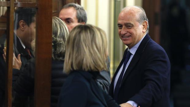 El exministro de Interior Jorge Fernández Díaz a su llegada al pleno que se celebró este martes en el Congreso de los Diputados