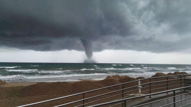Impresionante tornado en el litoral de valencia - Tornados en espana ...