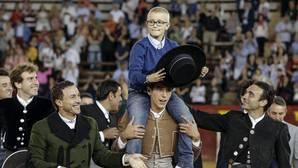 Dos detenidos por desear la muerte de Adrián, el niño enfermo de cáncer que quiere ser torero