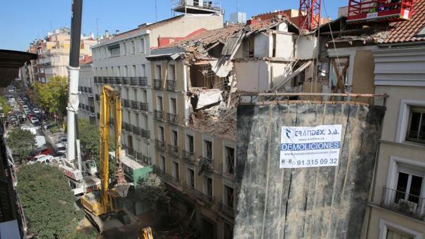 Comienza la demolición del edificio de Lagasca donde murió un trabajador