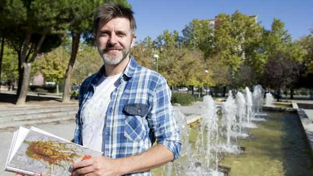 Paco Roca, en el parque que será bautizado como los Jardines de los Combatientes de la Nueve