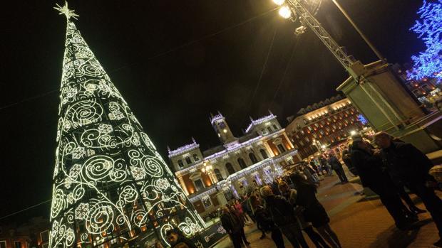 42d3e57d29a Castilla Y León La Plaza Mayor de Valladolid ha estrenado una iluminación  renovada