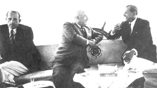 Don Juan de Borbón y Francisco Franco, en su reunión en el yate Azor el 25 de agosto de 1948
