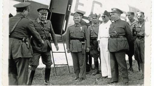 El General Francisco Franco llega a Sevilla procedente de Marruecos en julio de 1936