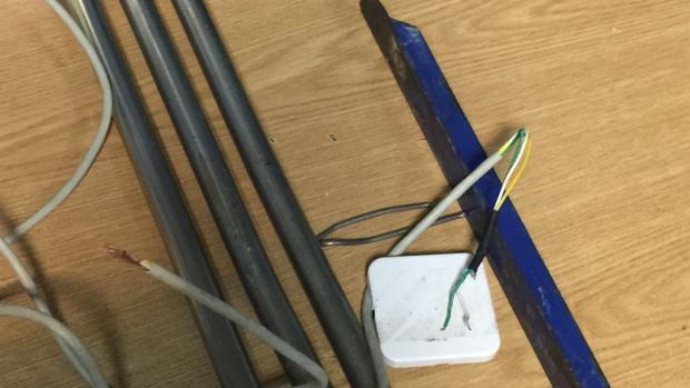 Barrotes y cables incautados a los alborotadores