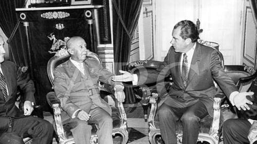 Franco, junto a Nixon en uno de los viajes del estadounidense