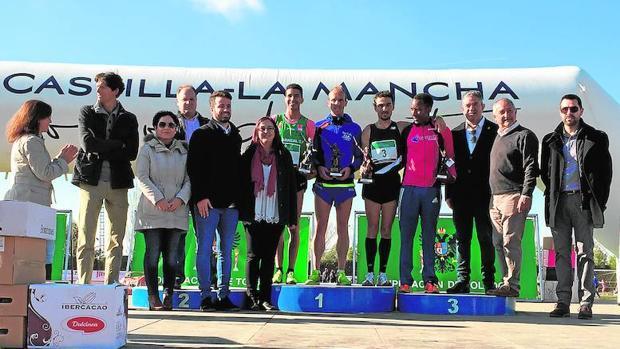 En la imagen, el podio de ganadores en la categoría masculina de Quintanar