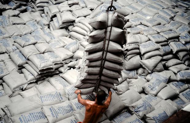 «Working (Santos)», una de las imágenes de Allan Sekula