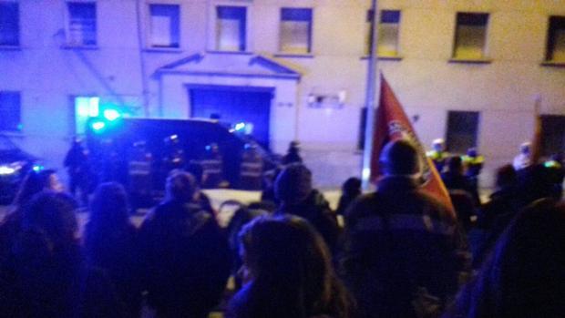 Hemeroteca: Independentistas queman fotografías del Rey ante un cuartel en Manresa   Autor del artículo: Finanzas.com